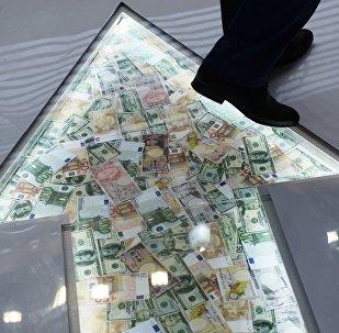 俄外经银行副行长:2018年俄资本外流量将增长