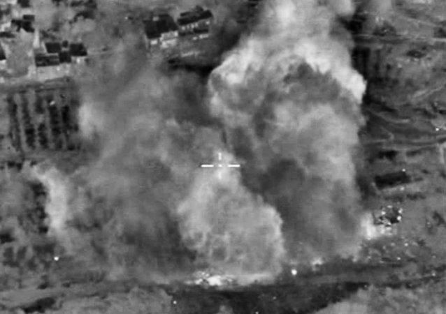 """俄罗斯战机打击在叙利亚的""""伊斯兰国""""阵地"""