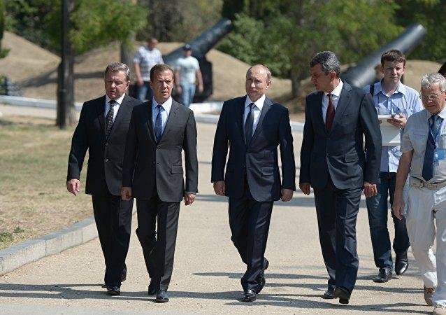 普京、梅德韦杰夫和别拉文采夫