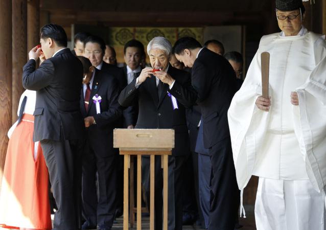 两日本大臣参拜了被认为是军国主义象征的靖国神社