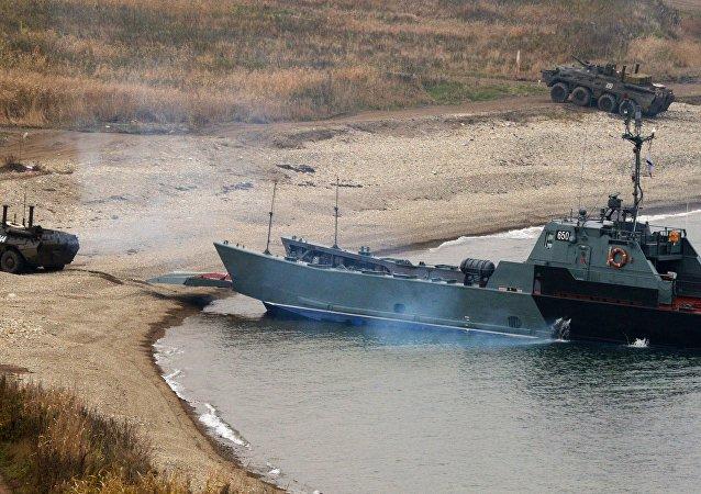 上千名海军陆战队员在俄滨海边疆区参与登陆演习
