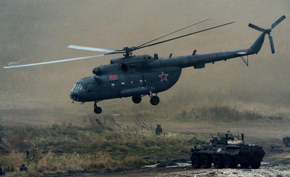 演习中的米-8直升机