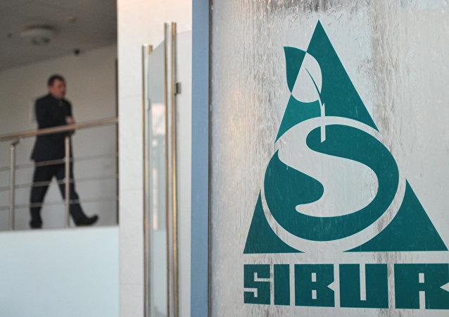 俄反垄断局:丝路基金收购西布尔公司10%股份交易恐需俄政府批准