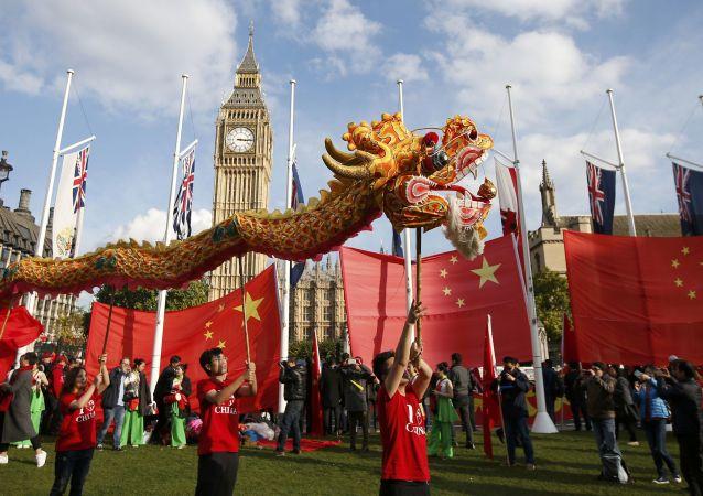 """中国外交部:中英领导人就共同打造双边关系""""黄金时代""""增强版达成共识"""