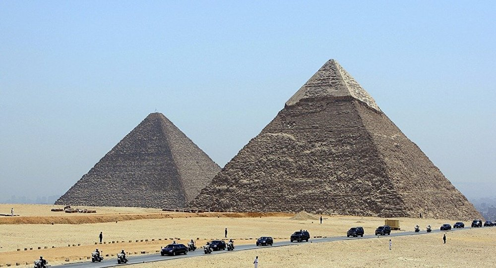 is威胁摧毁埃及金字塔
