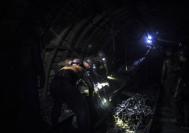 36名矿工在内蒙古被困在发生瓦斯爆炸的井下