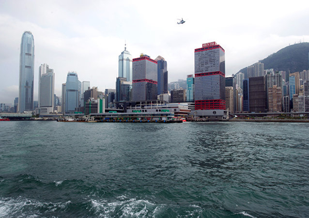 港澳渡轮与水下不明物体相撞导致80余人受伤