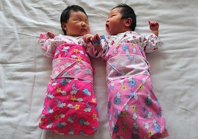 中共全会公报允许普遍二孩政策
