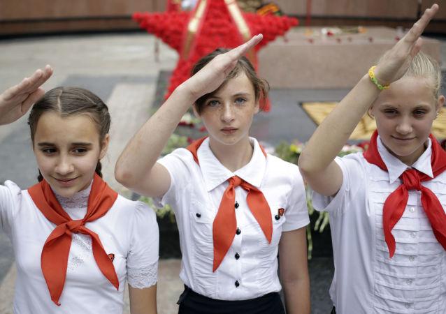 普京建立类似少年先锋队的组织