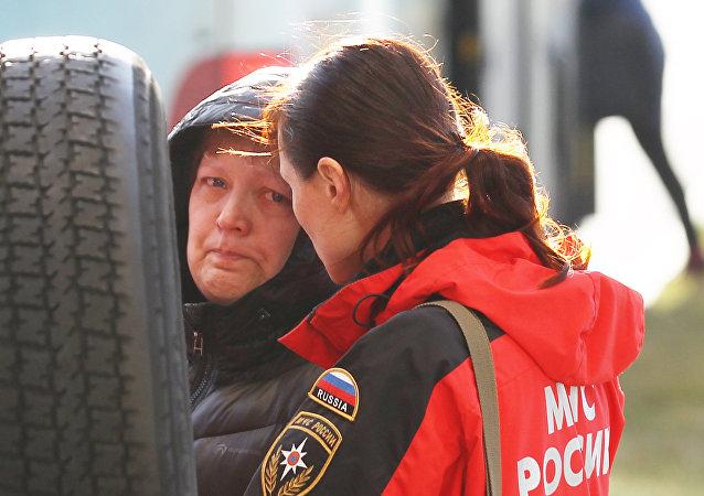 俄紧急情况部心理专家在继续为A320客机遇难者家属开展心理救援