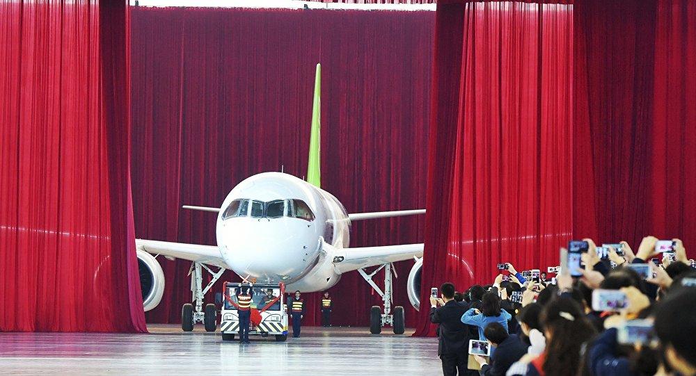 中国首架自主研制大型客机C919今日总装下线 将于明年首飞