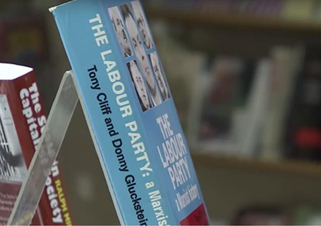 越来越多的英国人开始阅读马克思著作并接受社会主义思想