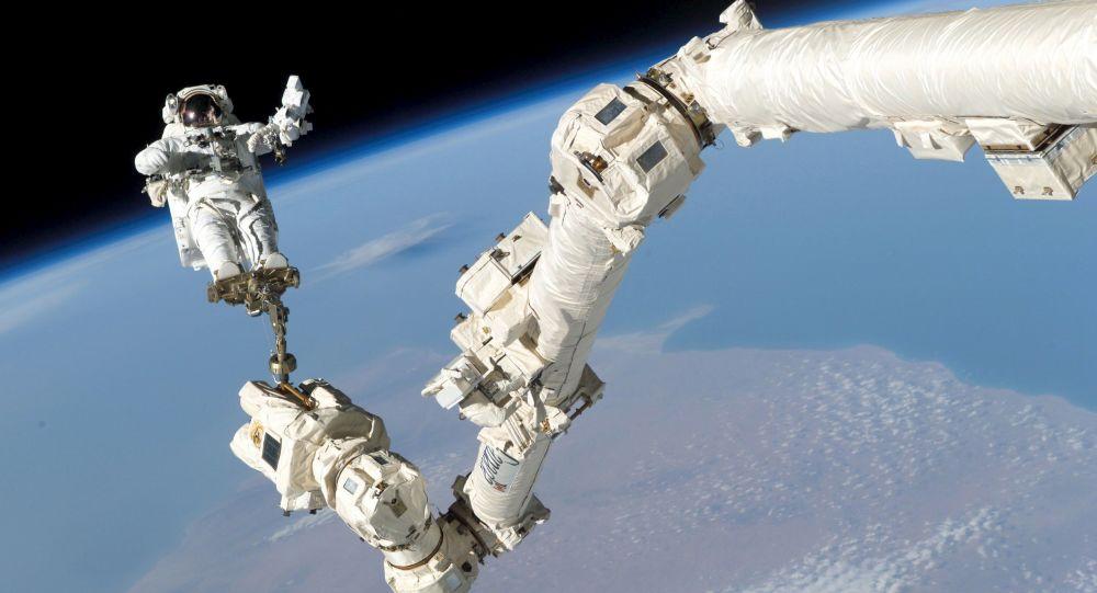 俄工贸部长:阿联酋与俄航天集团公司商定培训宇航员