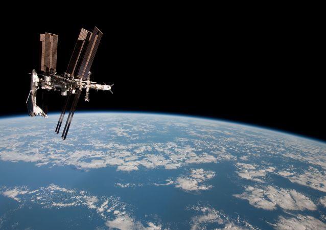 日本垃圾清理飞船向国际空间站送去礼物