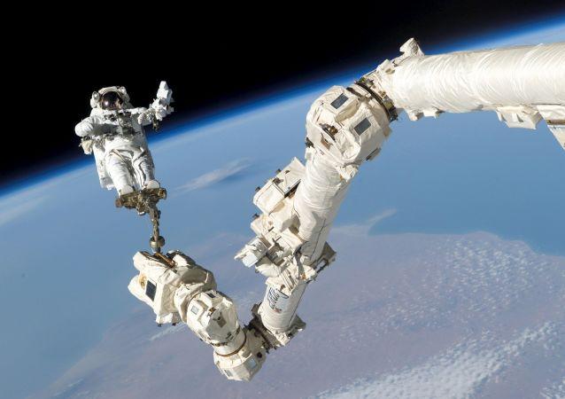 俄工貿部長:阿聯酋與俄航天集團公司商定培訓宇航員