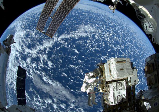 从太空俯瞰地球