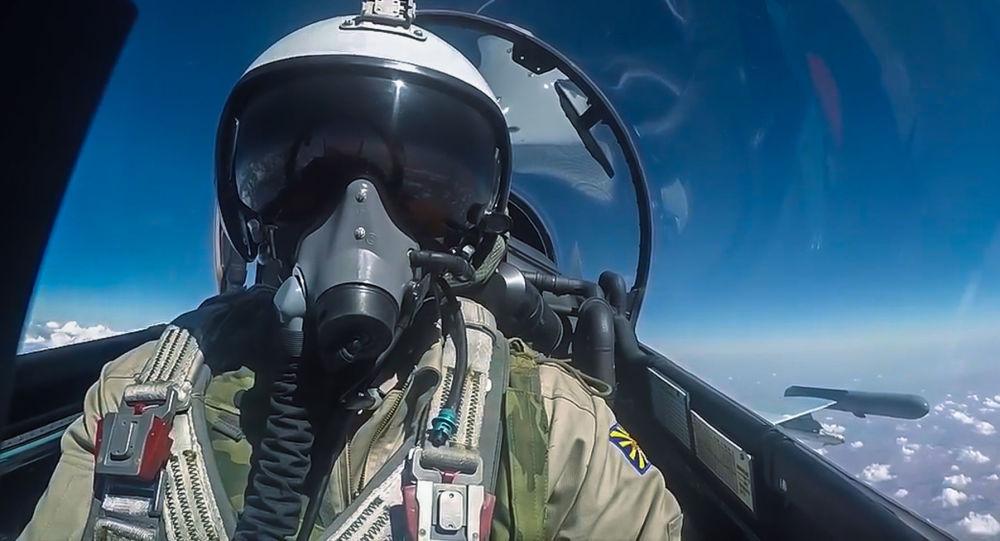 """俄被土擊落蘇-24飛行員誓言為遇難機長向凶手""""討債"""""""