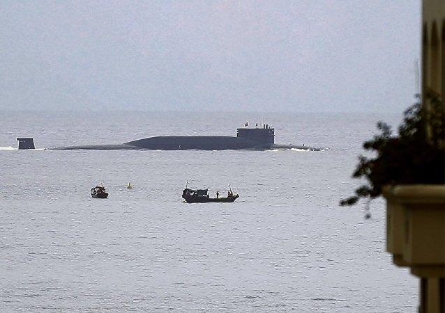 世界上最大观光载客潜水器完成试验运营