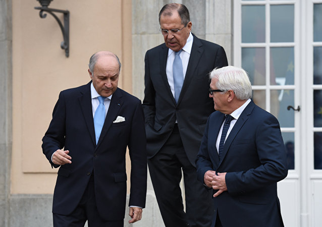 俄外长:解决乌克兰危机的明斯克协议将被推迟到2016年执行