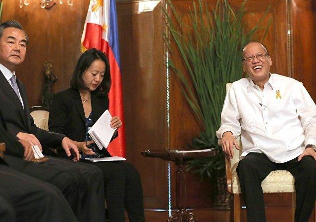 中国外长王毅与菲律宾总统贝尼尼奥·阿基诺三世