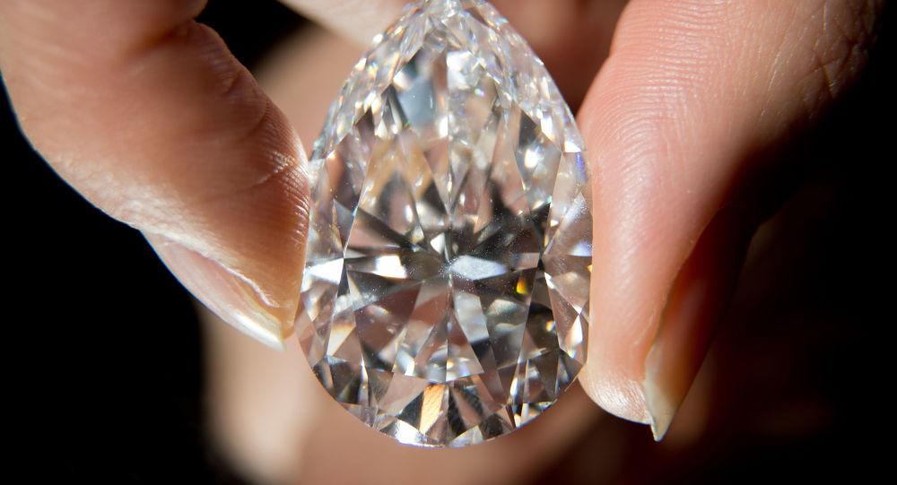 美国游客在巴黎被抢40万欧元珠宝