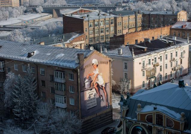 俄鄂木斯克市一所学校发生火灾紧急疏散500余人