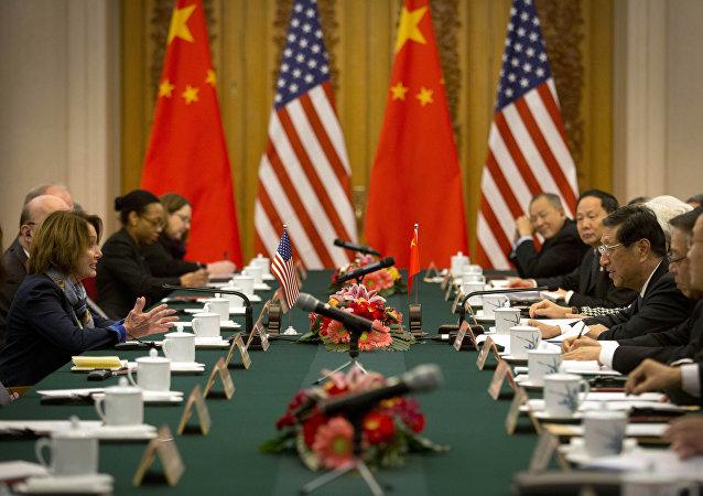 美国国会民主党代表佩洛西与中国人大会常委员会副委员长张平在北京进行会面