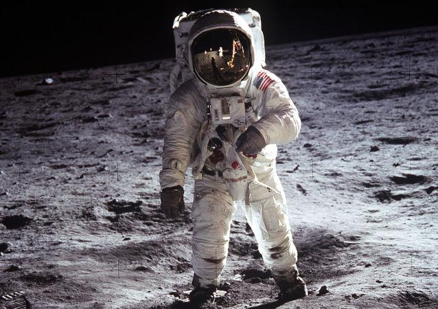 专家在月球岩石样本中发现古老地球碎石