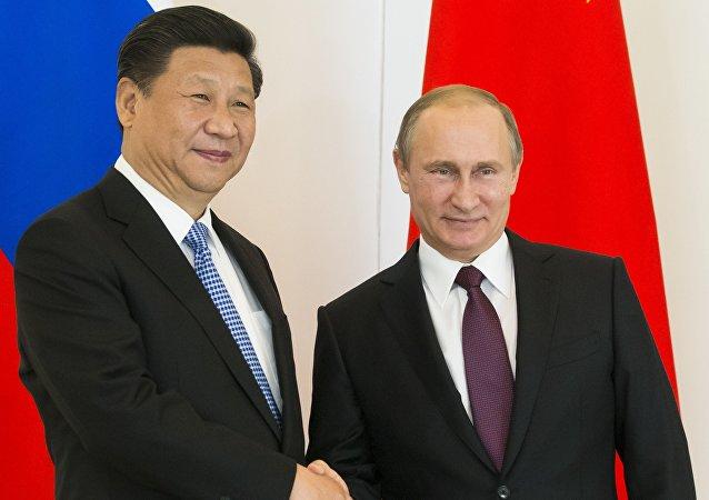 俄总统普京致电习近平祝贺中国成立67周年