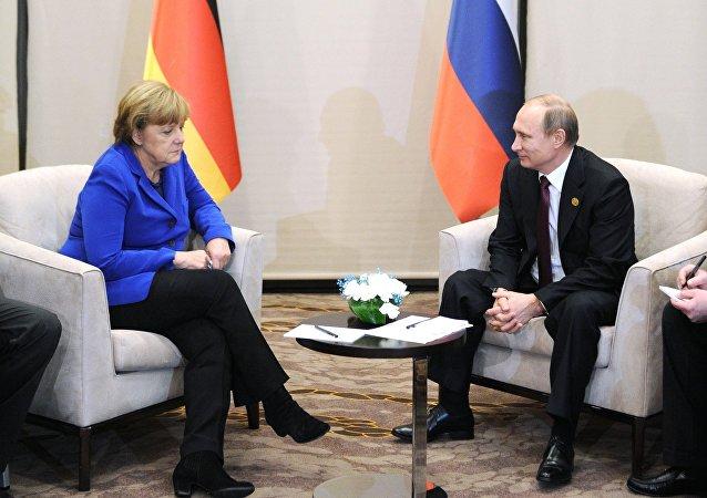 媒体:默克尔与普京或于7月8日至9日的北约峰会前举行会晤