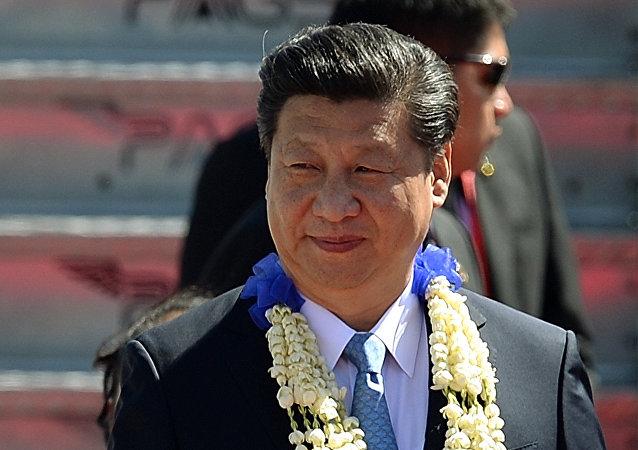 中国国家主席抵达菲律宾出席APEC峰会