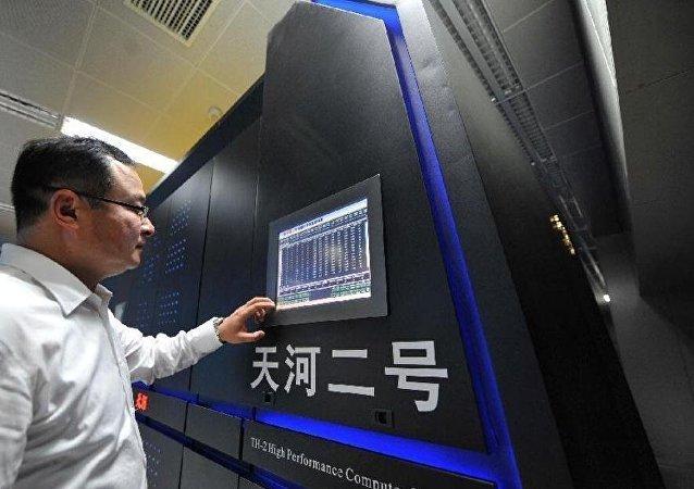 """中国""""天河二号""""六夺全球超算冠军"""