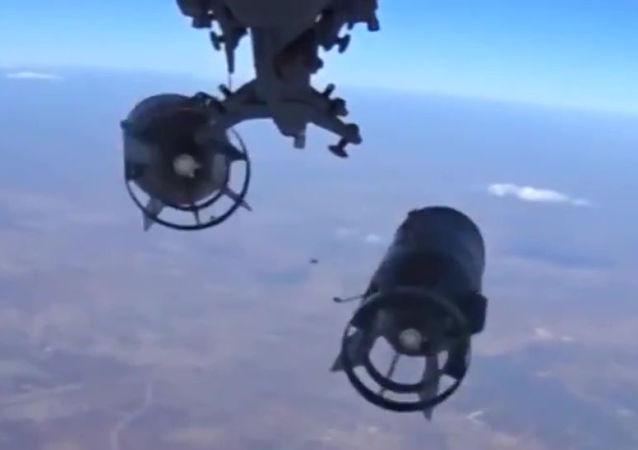 """俄驻叙停火中心:俄空天军夜间空袭击毙超60名""""伊斯兰国""""恐怖分子"""