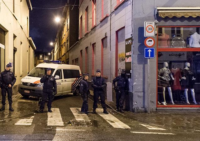 比利时执法人员通过攻破毒贩通信系统成功摧毁一贩毒网络