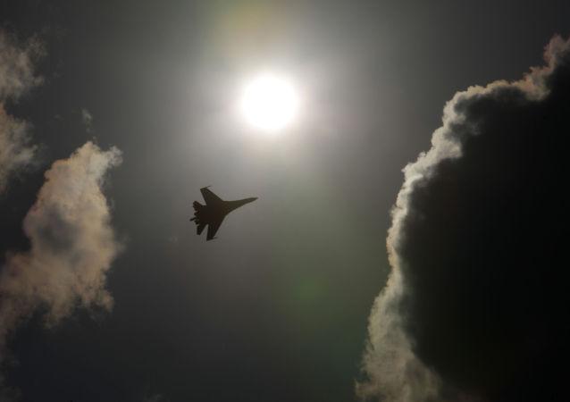 俄东部军区战斗机与轰炸机在哈巴罗夫斯克边疆区开始联合训练