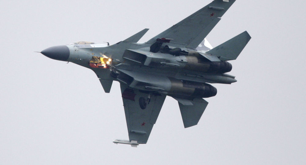 中国空军:苏-35战机首次与轰-6K战机编队绕飞台湾岛巡航