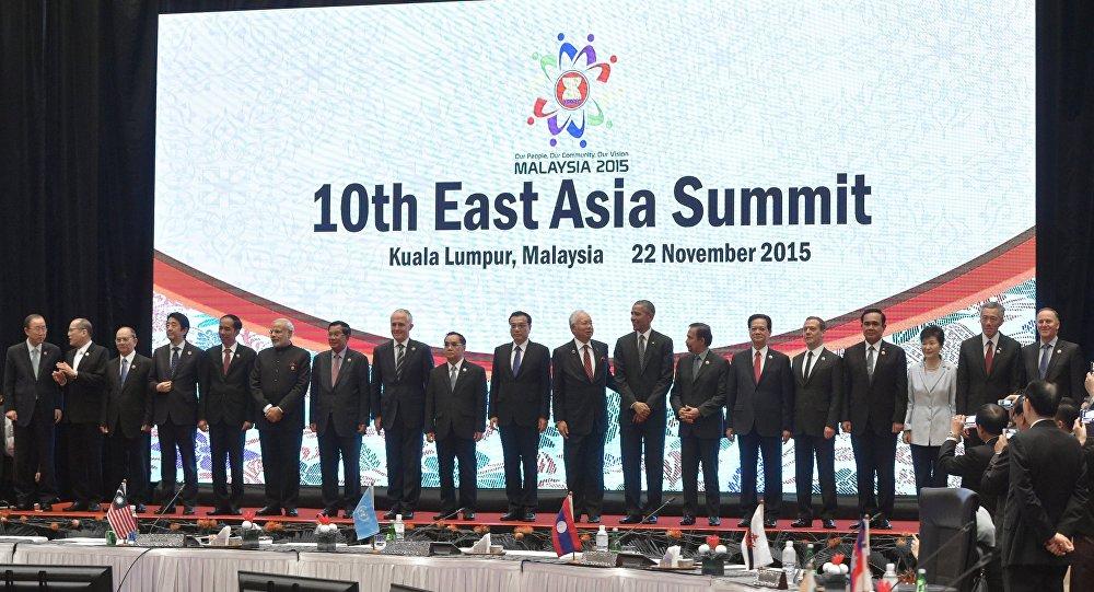 在吉隆坡的第10届东亚峰会上