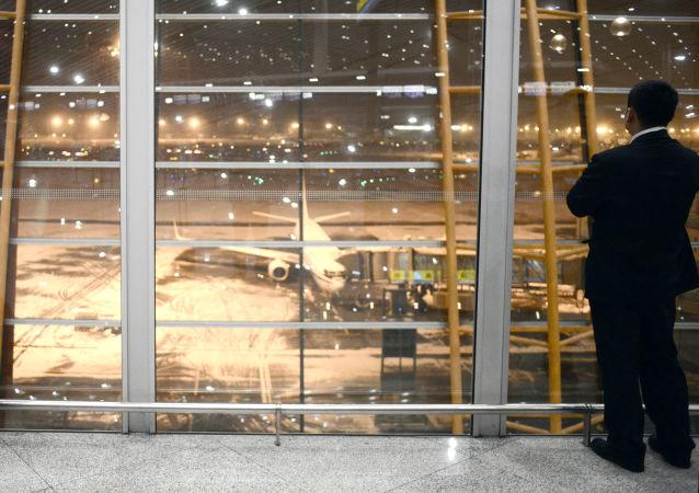 北京因雾霾和大雾近取消 500 个航班