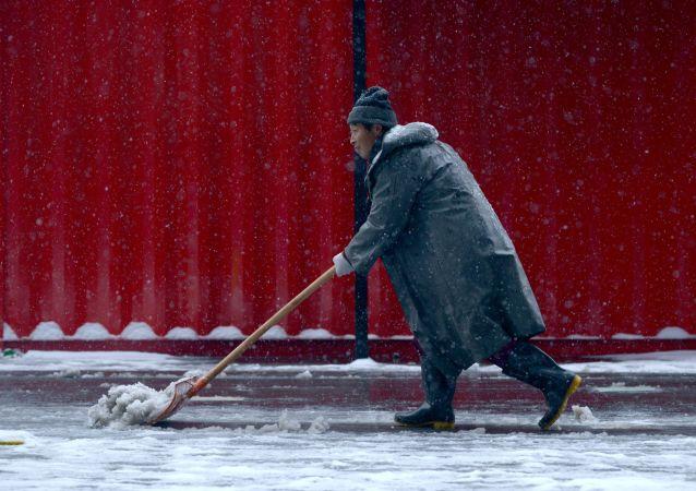 中国东北省份因降雪造成道路塌陷
