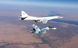 蘇-30SM戰機在敘利亞上空為圖-160戰略轟炸機護航。