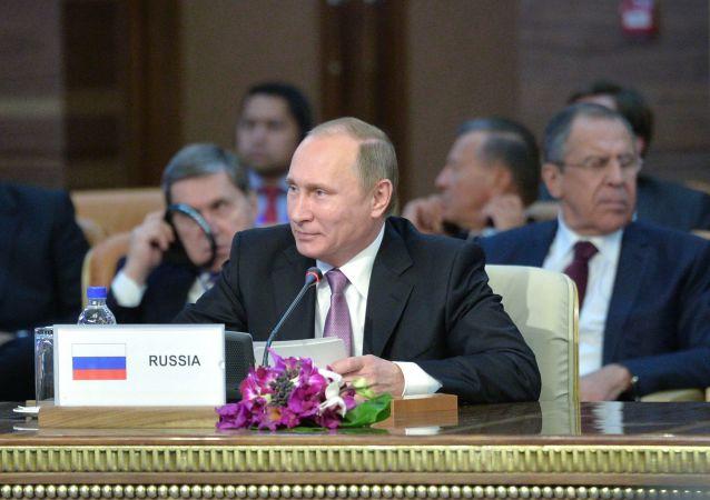 俄总统新闻秘书:普京将于13日会见伊朗外长
