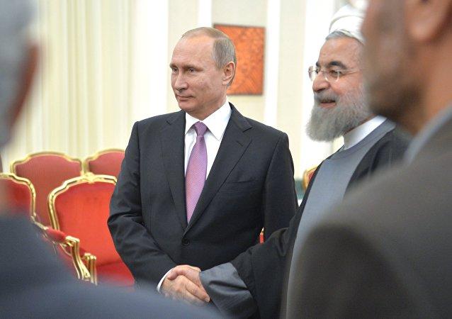 普京和鲁哈尼在德黑兰举行会谈