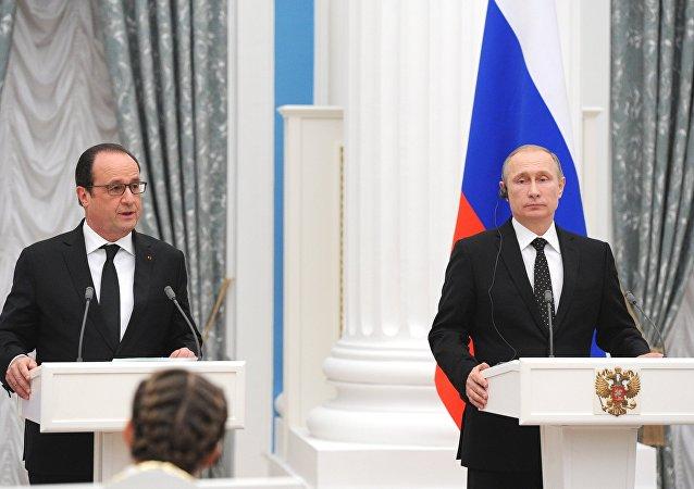 法国总统称与普京商定交换情报协力打击伊斯兰国组织