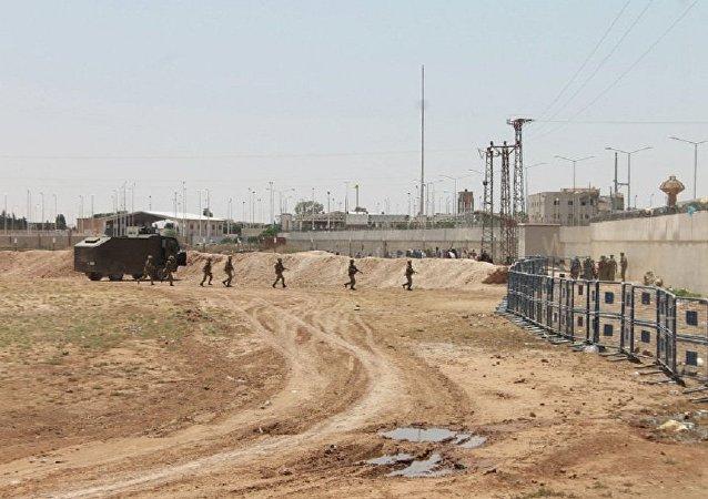 俄国防部展示土耳其边防哨所向叙居民点内开火的视频证据