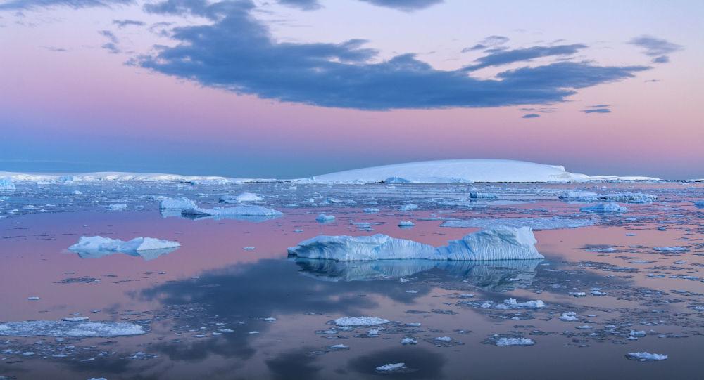 南極洲的耳朵:物理學家如何把整整一個大洲變成超高能中微子檢測器