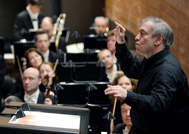 在艺术总监捷杰耶夫的带领下的马林斯基剧院交响乐团