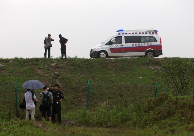 汽车在河南境内公路上冲向救援人员,造成5人死亡