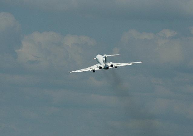 印度两架客机险些相撞