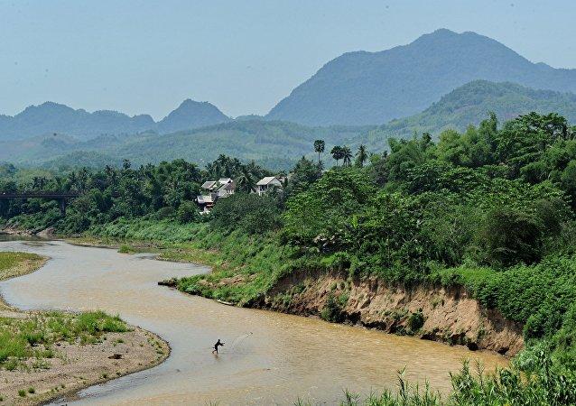 中国与老挝央行签署双边本币合作协议