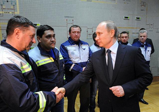 普京:俄从不白拿别人任何东西 建立自己的电力系统更为可靠